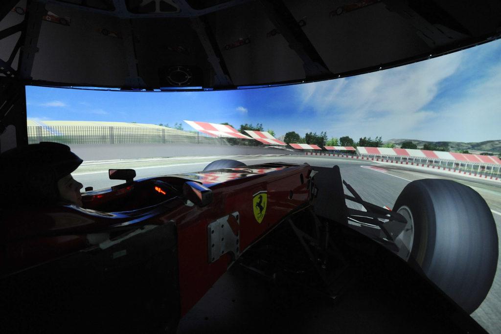 Ferraris Simulator aus Fahrersicht. Credit: Autosprint