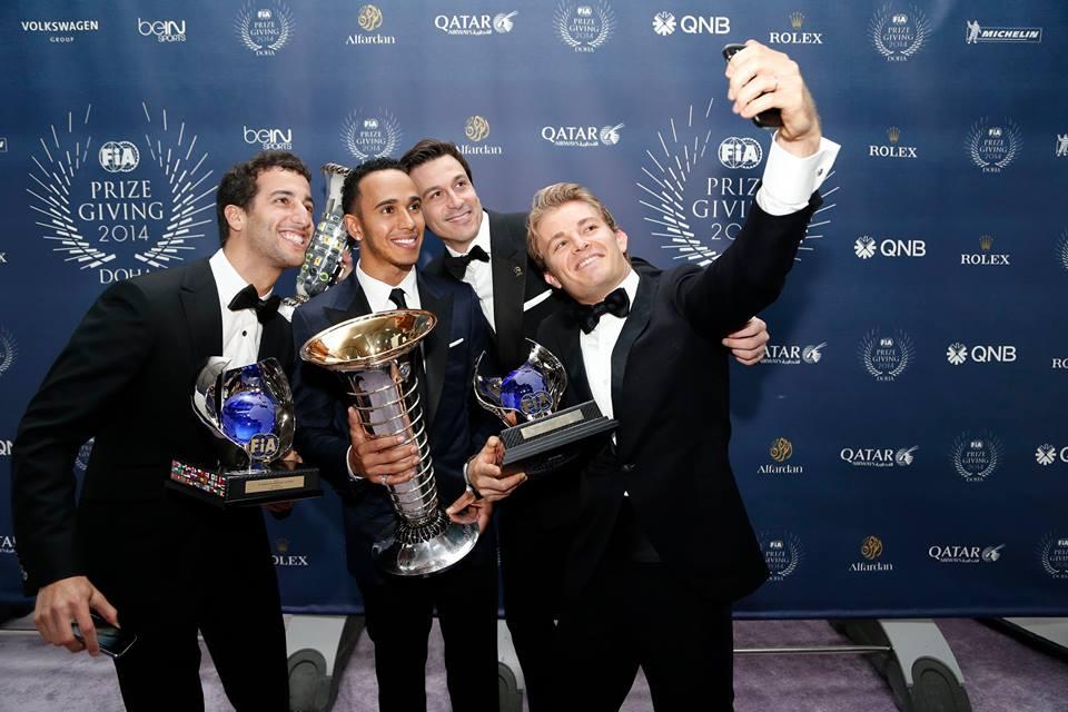 Gruppen-Selfie bei der FIA-Gala. Copyright: Mercedes