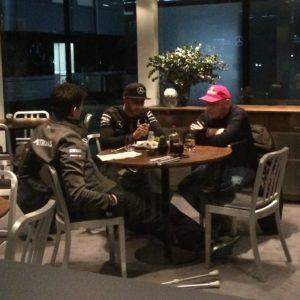 Wolff, Hamilton und Lauda bei den Vertragsgesprächen. Credit: privat