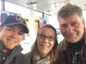 Selfie von Nico Rosberg mit den SPORT BILD-Reportern Bianca Garloff und Ralf Bach. Copyright: privat