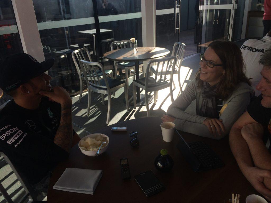 Lewis Hamilton im Interview mit  den SPORT BILD-Reportern Ralf Bach (@f1insidercom) und Bianca Garloff