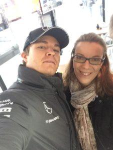 Nico Rosberg beim Selfie nach dem Interview mit den SPORT BILD-Reportern Ralf Bach  (@f1insidercom) und Bianca Garloff (@bgarloff)