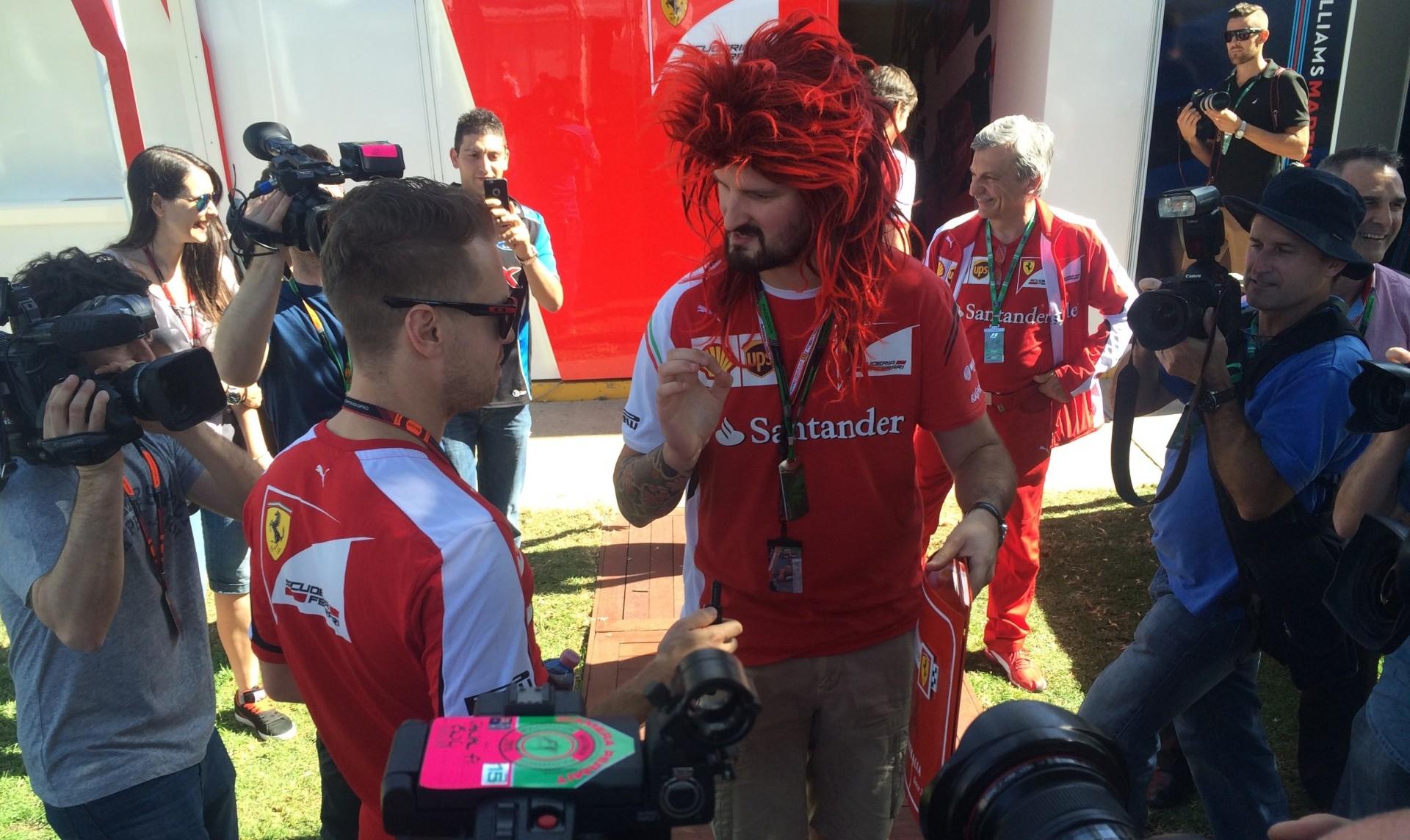Vettel und das Ferrari-Orakel. Copyright: F1-insider.com