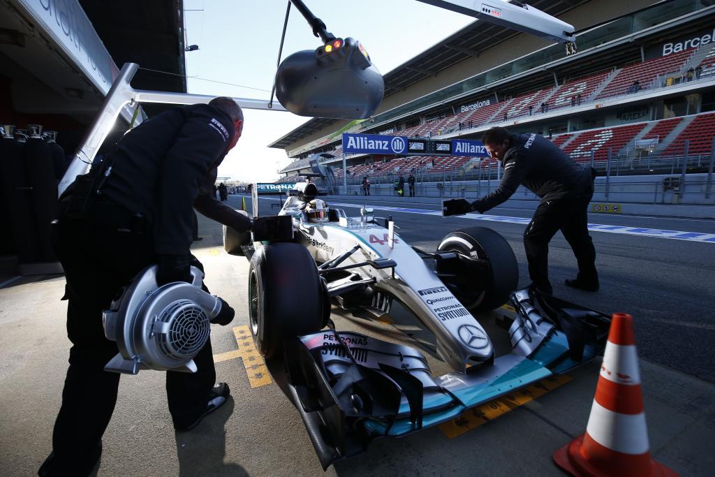 Mercedes beim Boxenstopptraining in Barcelona. Copyright: Mercedes