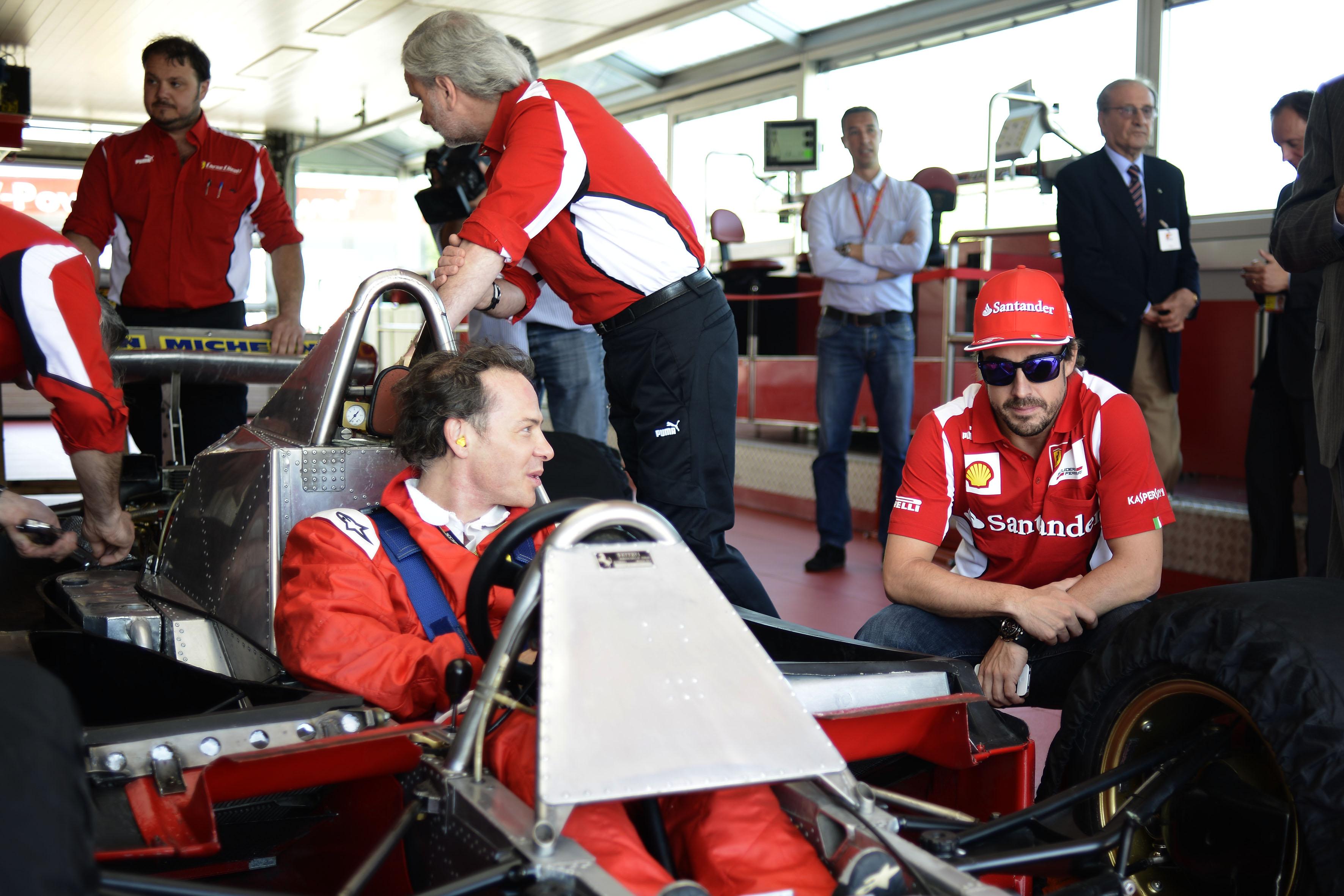 Jacques Villeneuve im Ferrari seines Vaters. Copyright: Ferrari