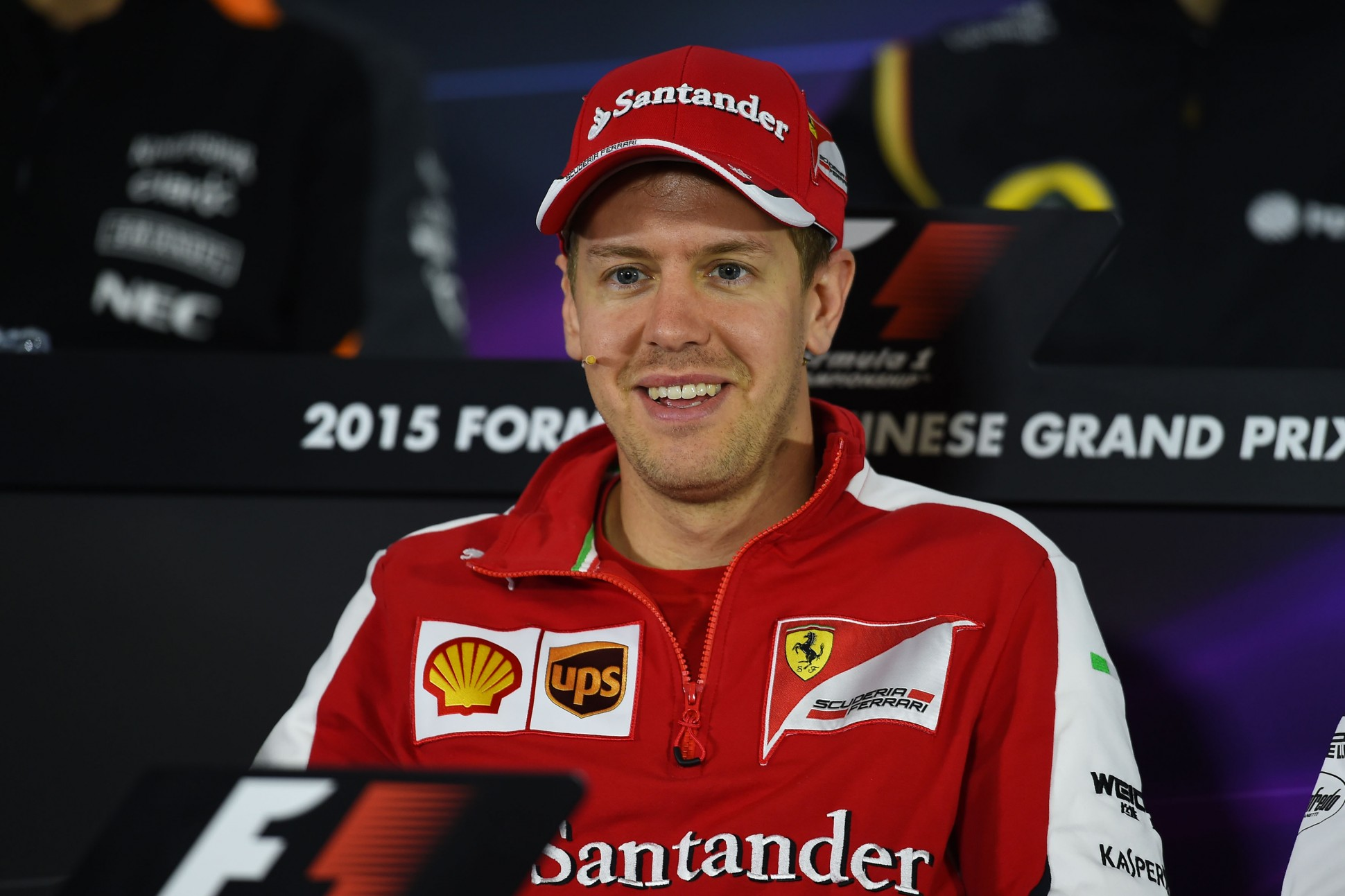 Vettel in der PK zum GP China. Copyright: Ferrari