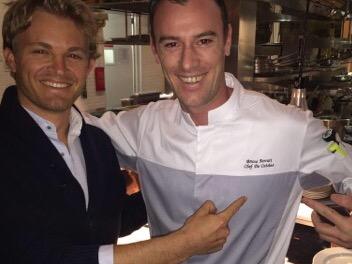 Rosberg mit einem Koch in China. Quelle: Twitter