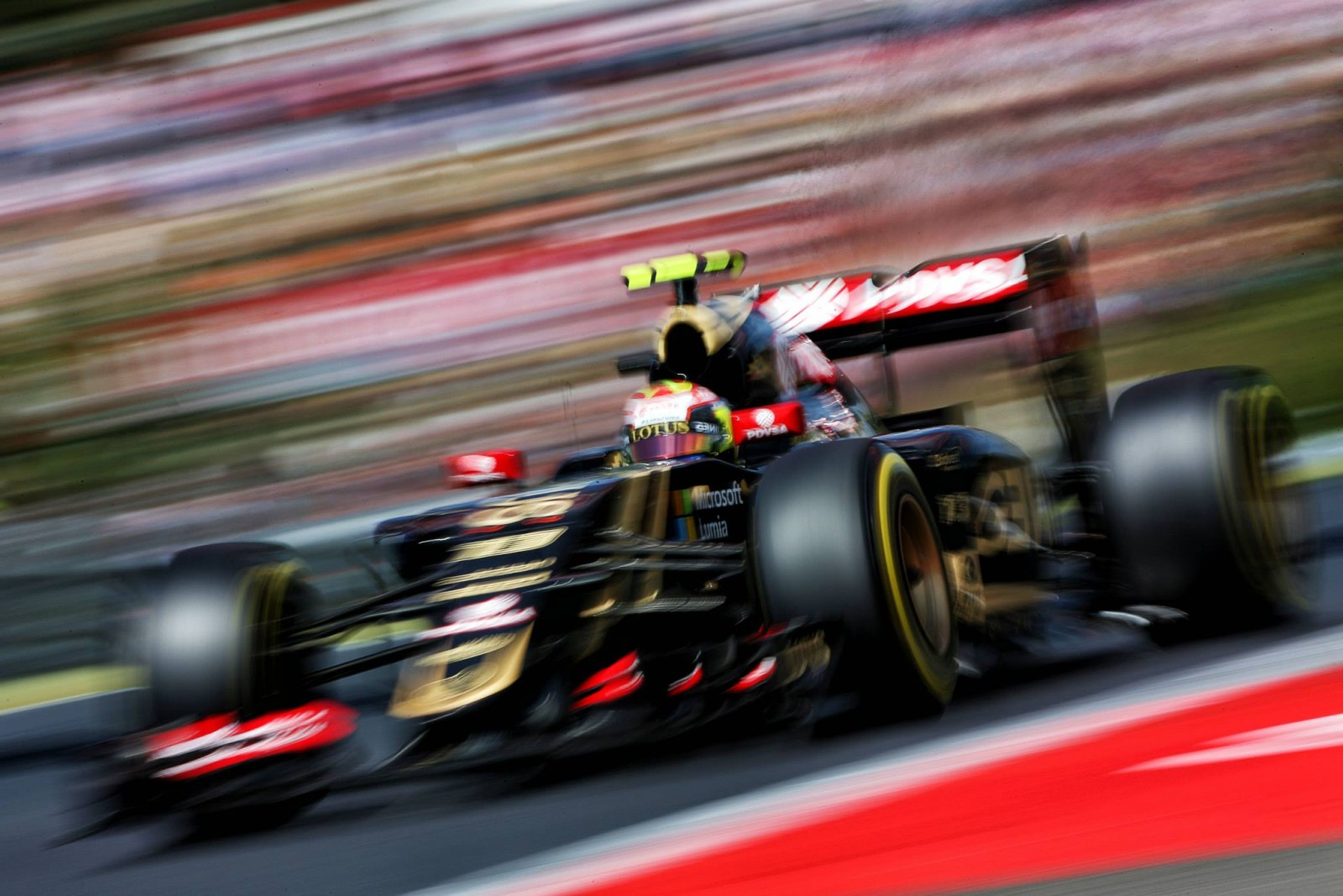 Lotus-Pilot Maldonado. Copyright: Lotus