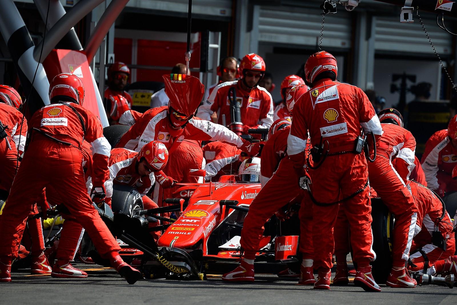 Vettel beim Boxenstopp in Belgien. Copyright: Ferrari