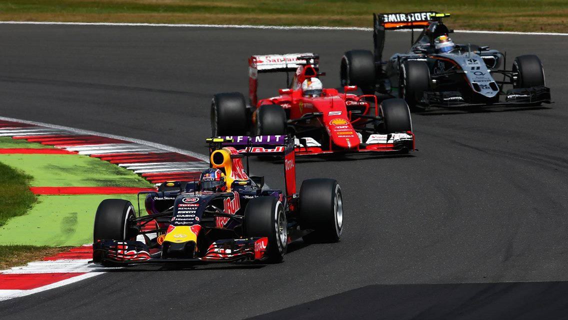 Red Bull vor Ferrari. Copyright: Red Bull