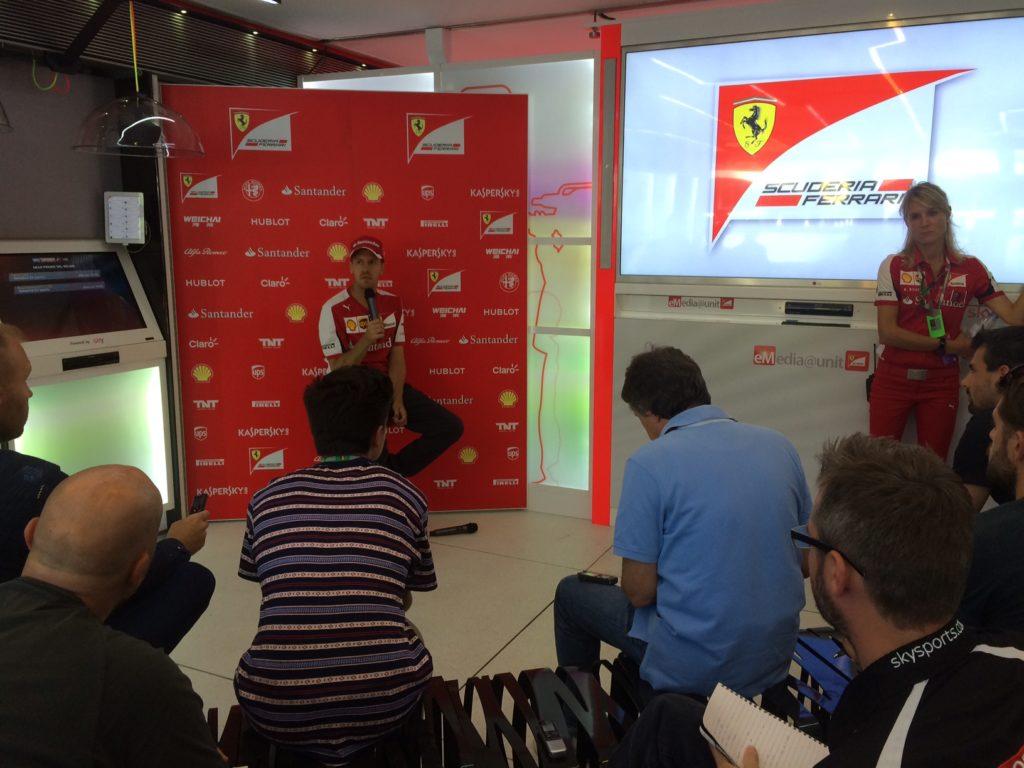 Vettel in seiner Presserunde. Copyright: F1-insider.com