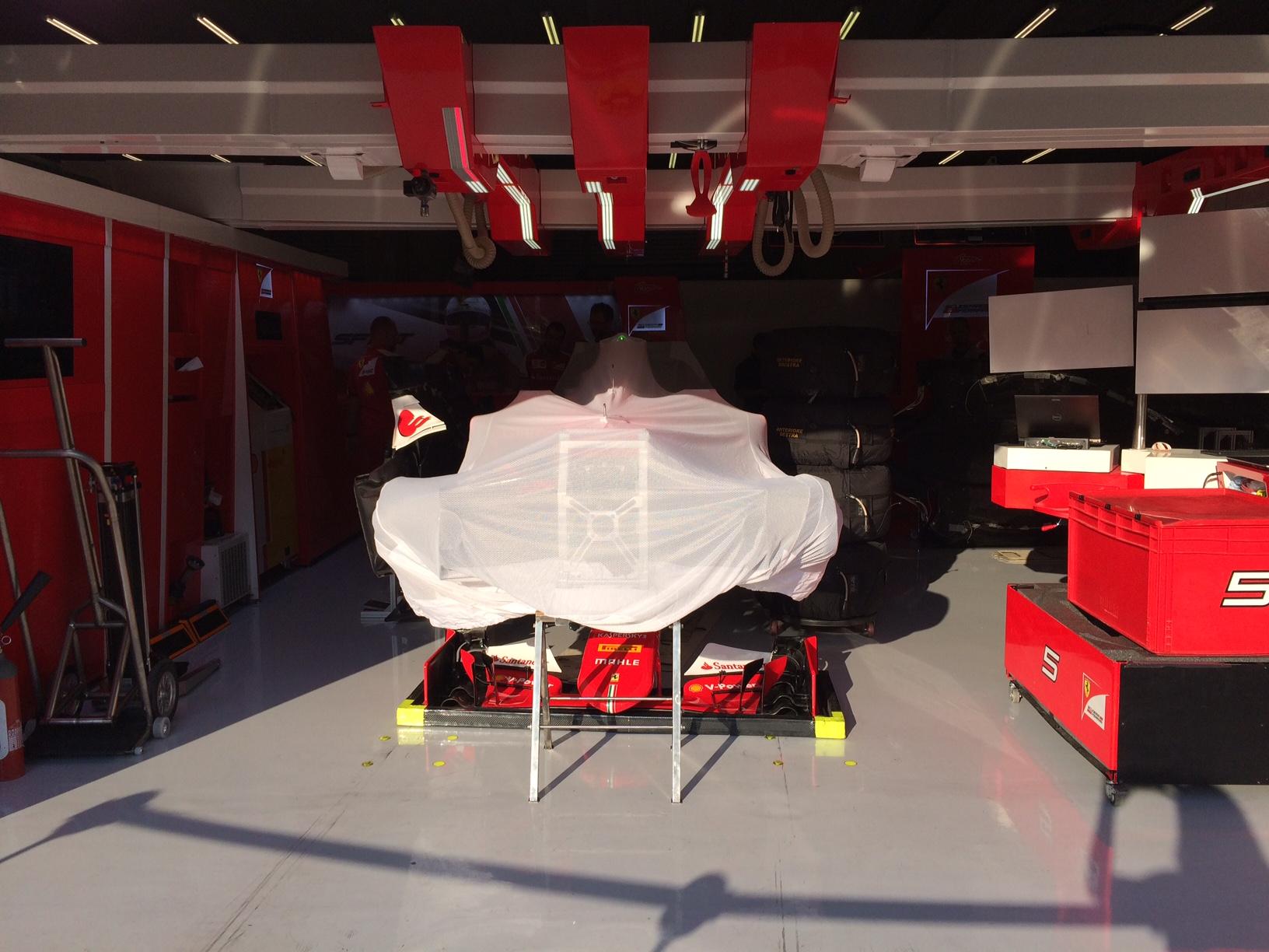 Vettels Ferrari am Abend. Copyright: F1-insider.com