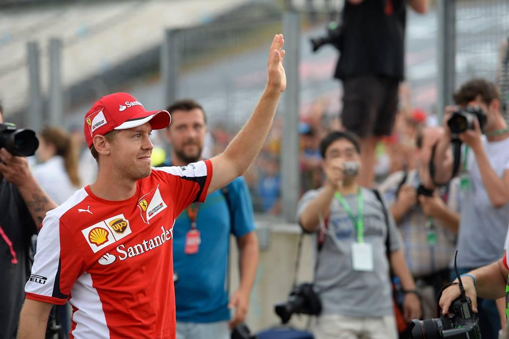 Vettel winkt Fans zu. Copyright: Ferrari