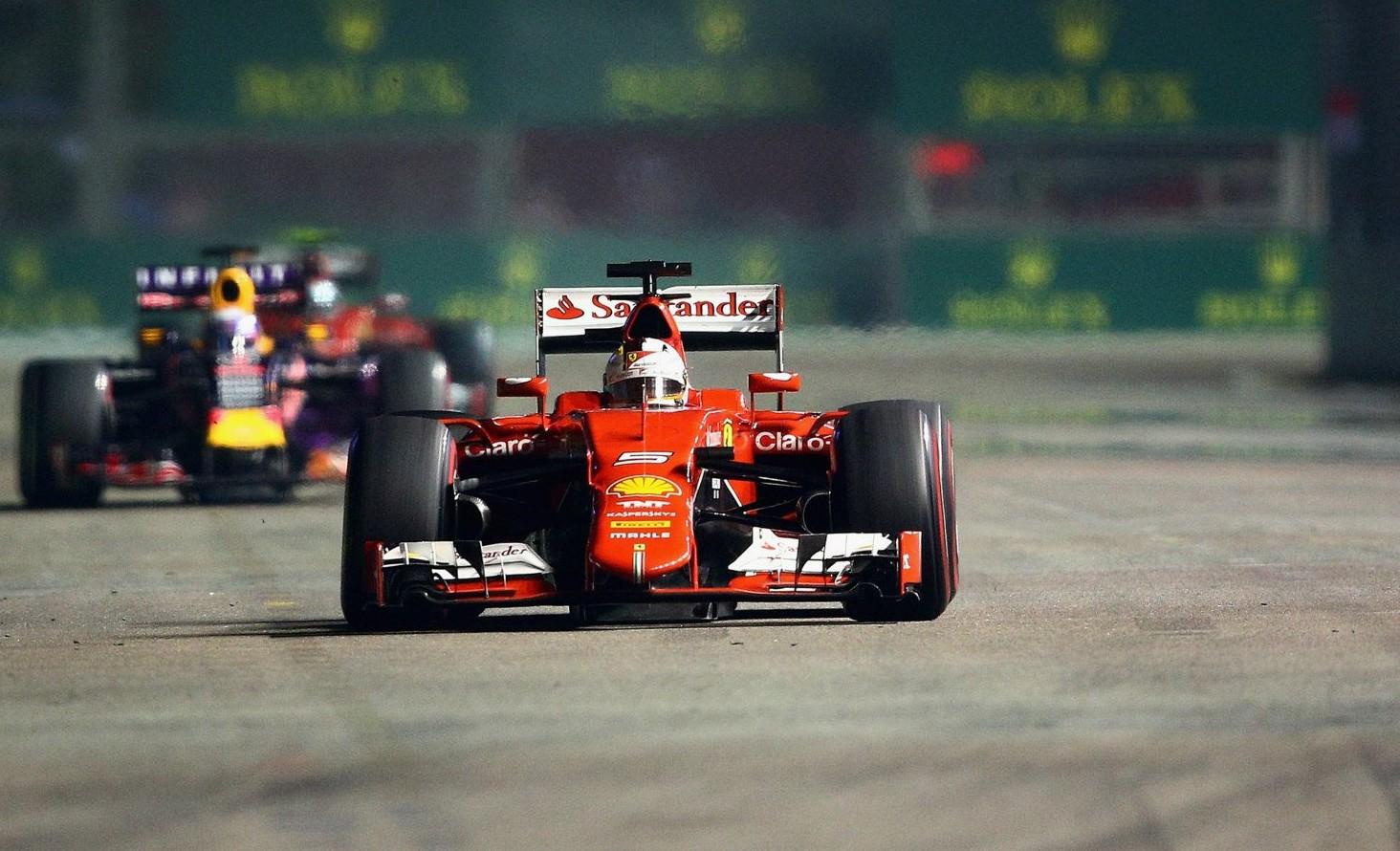 Red Bull hinter Ferrari. Das könnte Vettel noch helfen. Copyright: Red Bull