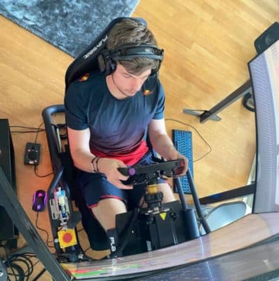 Max Verstappen in seinem Home-Simulator