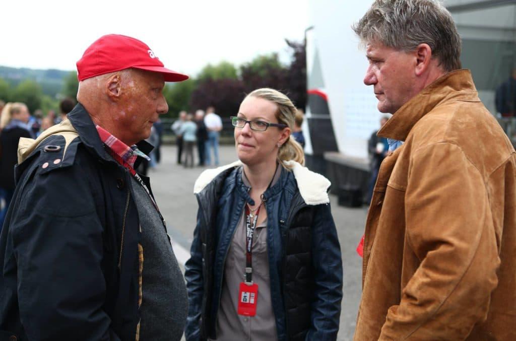 Niki Lauda mit F1-Insider Ralf Bach und AUTO BILD-Reporterin Bianca Garloff