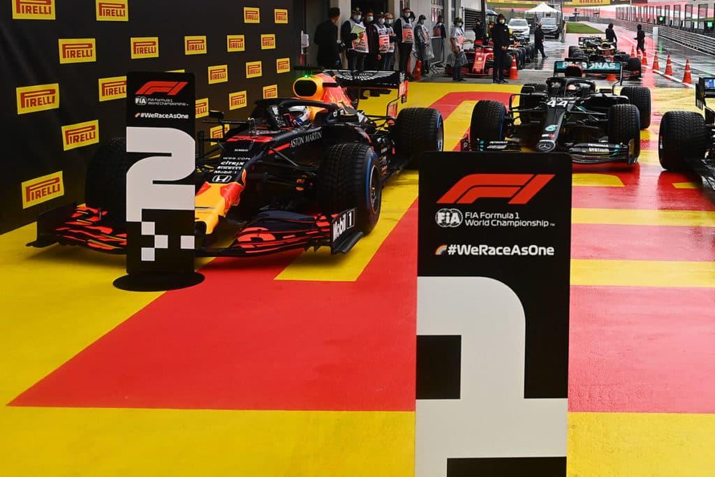 Hamilton vs. Verstappen - Red Bull fordert Mercedes heraus
