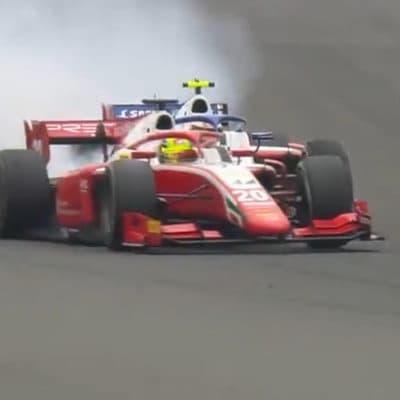 Mick Schumacher kollidiert mit seinem Teamkollege Robert Shwartzman, Credit: Youtube/Formula 1