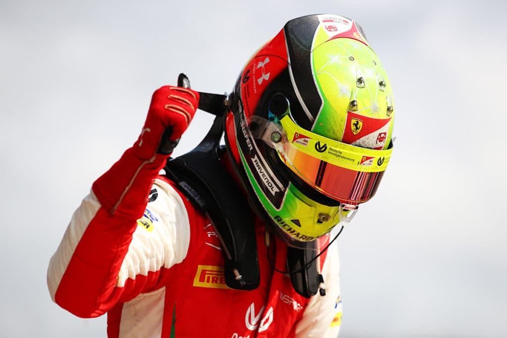 Mick Schumacher hat in Russland gewonnen und über Lewis Hamiltons Angriff auf den Siegrekord seines Vaters gesprochen