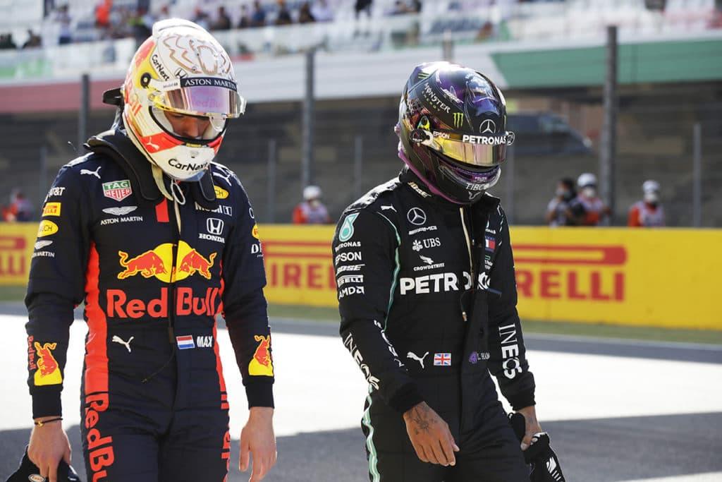 Wie lange will Verstappen noch warten, bis er Lewis Hamilton herausfordern kann?. (Photo by Luca Bruno - Pool/Getty Images)