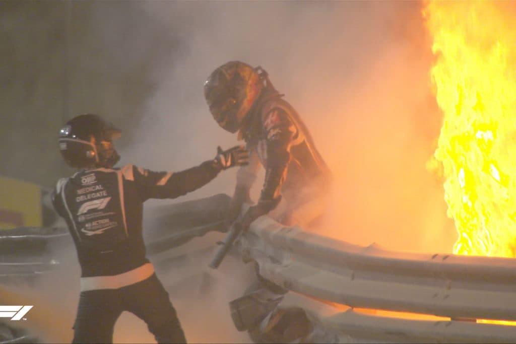 Romain Grosjean entkommt seinem Feuerunfall leicht verletzt Credit: F1 TV