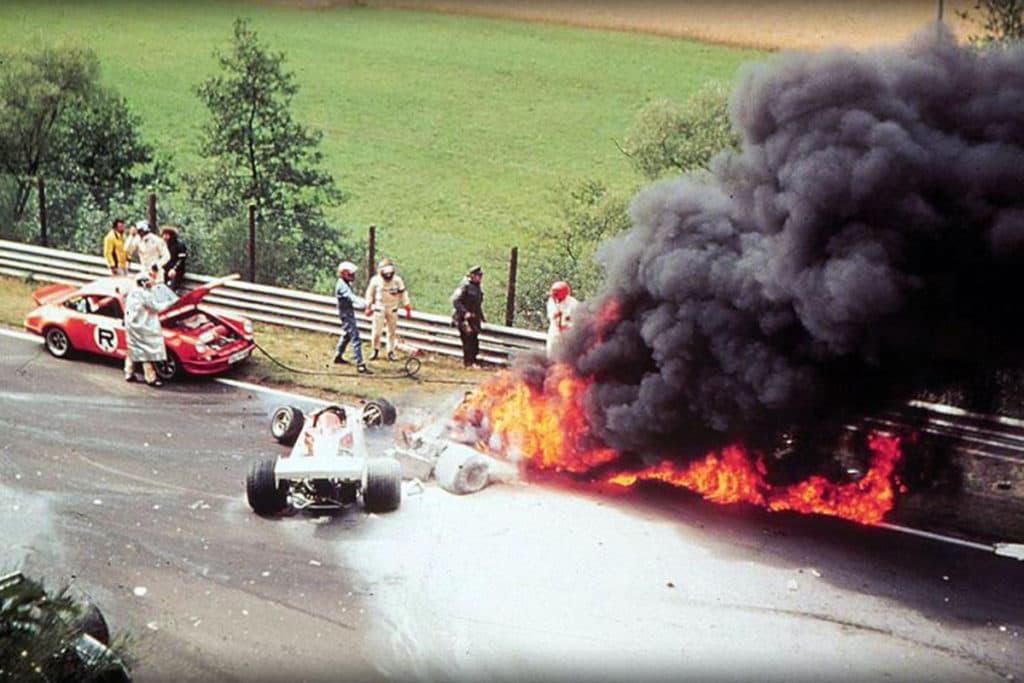 Nikki Laudas legendärer Unfall 1976 auf der Nordschleife Credit: Youtube