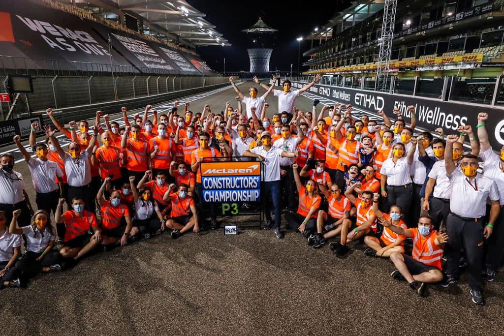 McLaren feiert WM-Rang drei in Abu Dhabi. Credit: McLaren