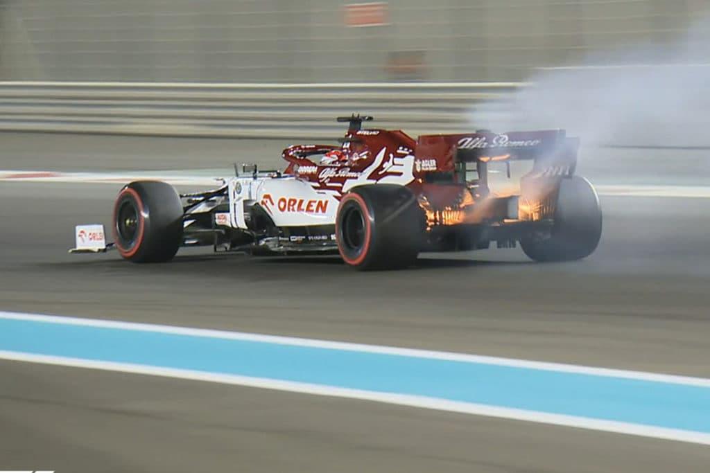 Kimis Alfa ging in Abu Dhabi in flammen auf Credit: F1 TV