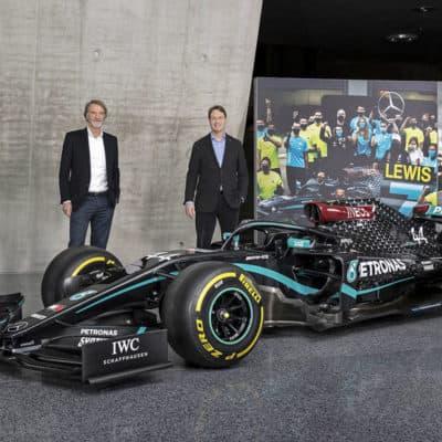 Toto Wolff, Sir Jim Ratcliffe und Ola Källenius mit dem Mercedes-AMG F1 W11 EQ Performance
