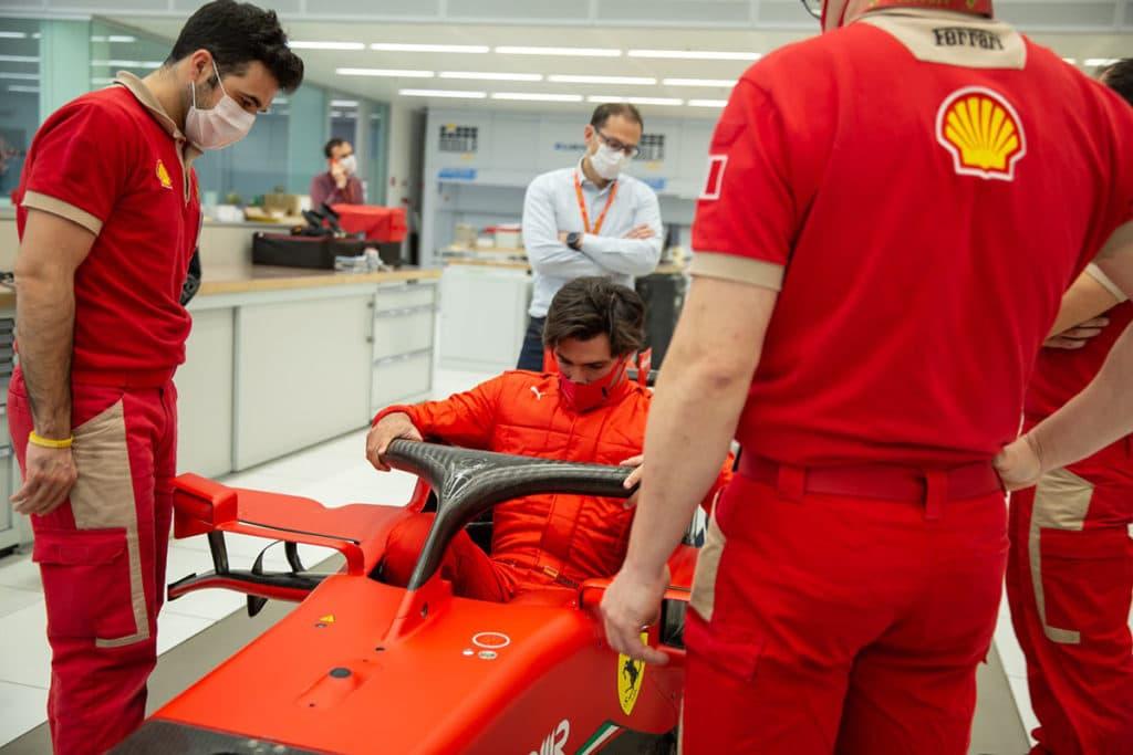 Carlos Sainz' erste Sitzprobe Ferrari. Credit: Scuderia Ferrari