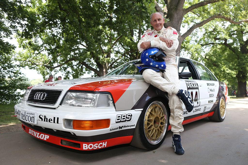 Hans-Joachim Stuck vor seinem DTM-Audi. Credit: Audi