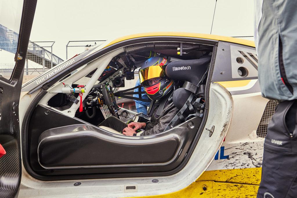 Porsche 911 GT3 R Credit: ROWE