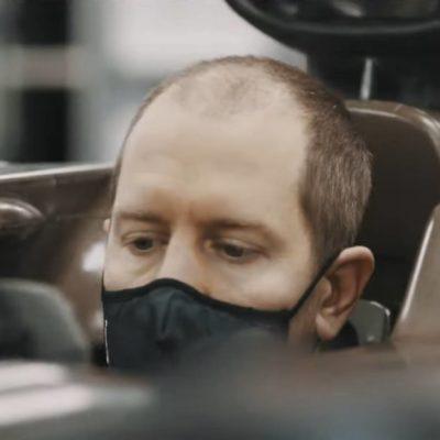 Vettel mit Halbglatze. Credit: Aston Martin