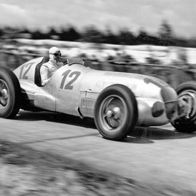 Großer Preis von Deutschland 1937. Der spätere Sieger Rudolf Caracciola im Mercedes-Benz W 125. Credit: Mercedes
