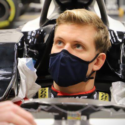 Mick Schumacher Sitzprobe Haas. Credit: HaasF1