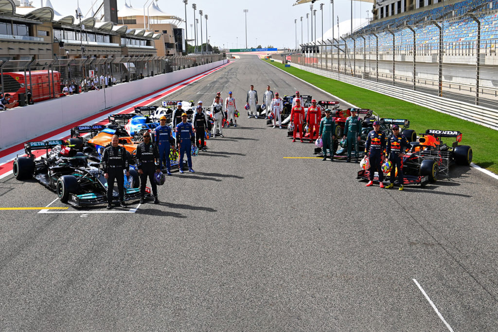 Alle Formel 1 Fahrer 2021 vor den Testfahrten in Bahrain Credit: F1/Twitter