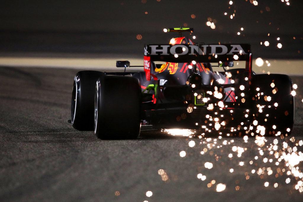 Sergio Perez im Red Bull bei den Testfahrten in Bahrain Credit: F1/Twitter