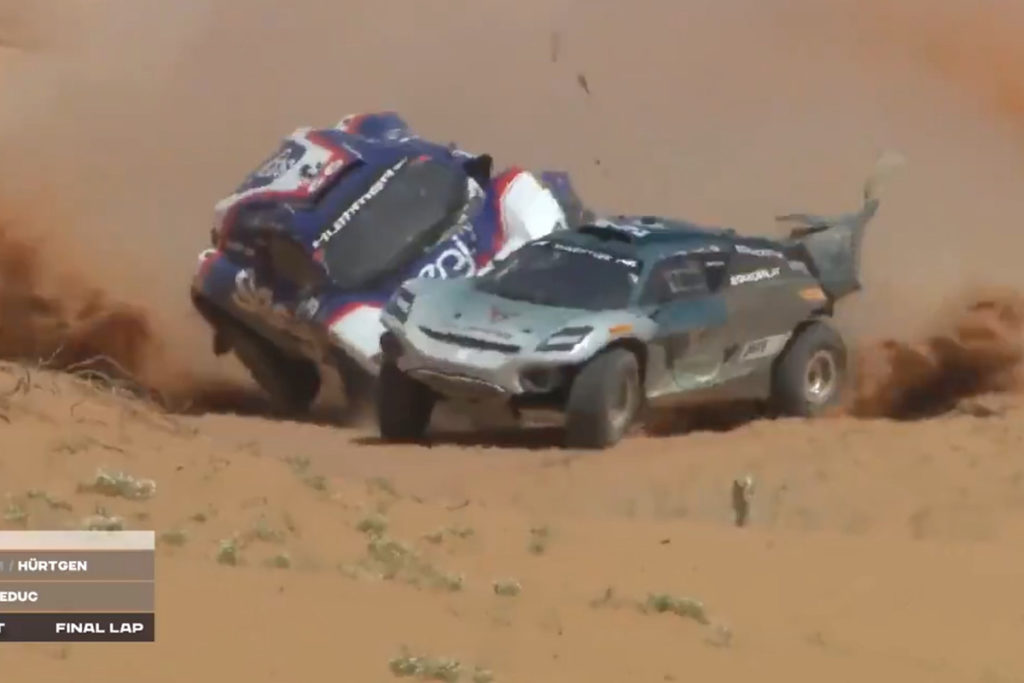 Extreme E Crash Saudi Arabien Claudia Hürtgen Shootout