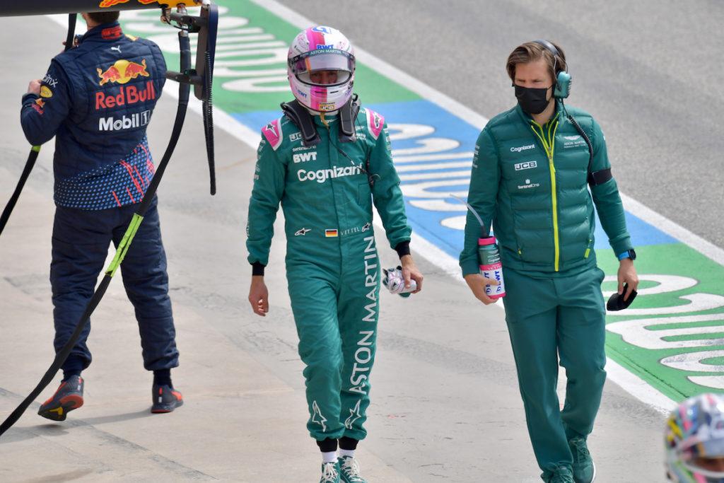 Formel 1 Sebastian Vettel Aston Martin Imola FP3 2021 01