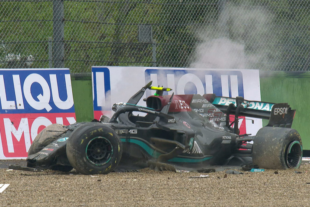 Formel 1 Valtteri Bottas Mercedes Imola GP Crash 2021