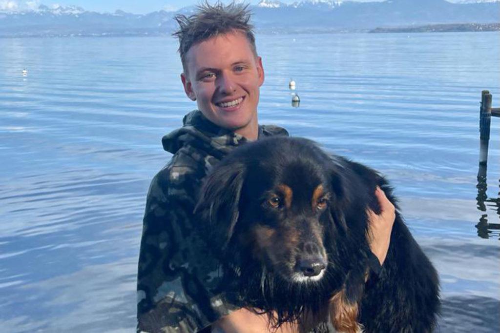 Formel 1 Mick Schumacher mit Hund 2021