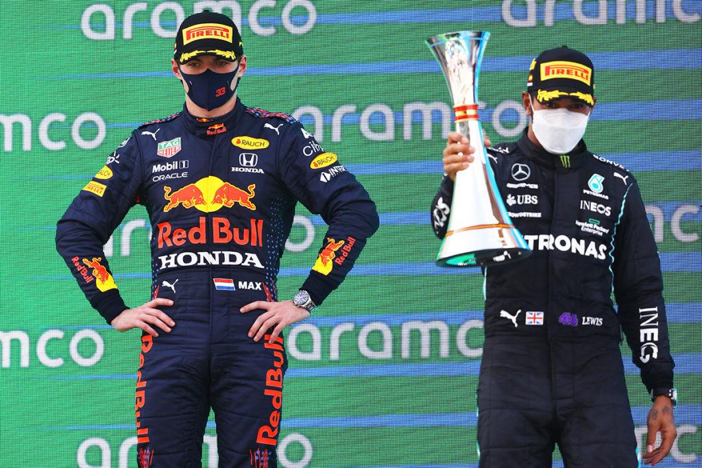 Formel 1 Max Verstappen Red Bull und Lewis Hamilton Mercedes Spanien GP 2021