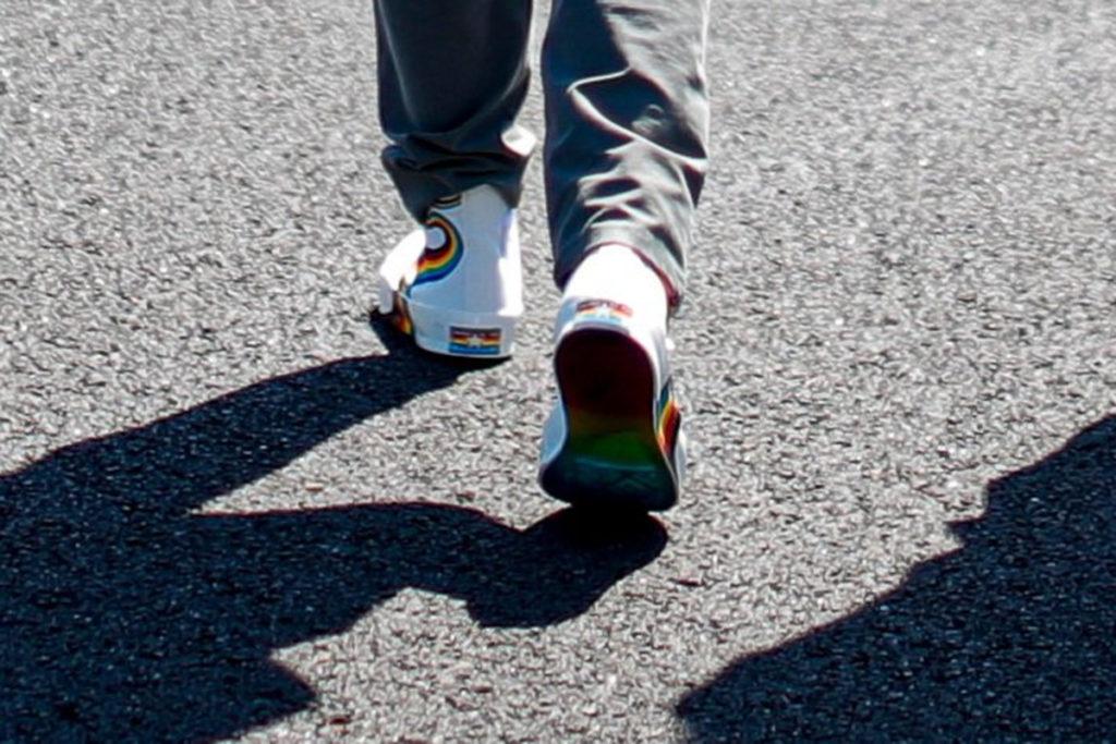Formel 1 Sebastian Vettel Regenbogen Schuhe Ungarn 2021 01