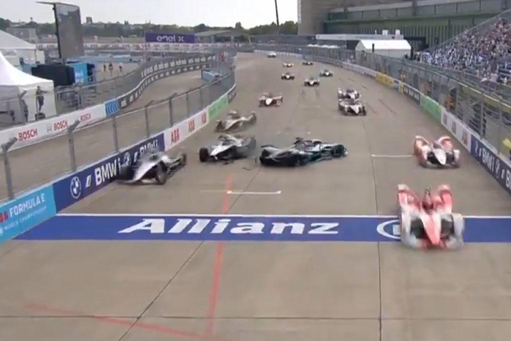 Formel E 2021 Berlin ePrix Sonntag Start Crash