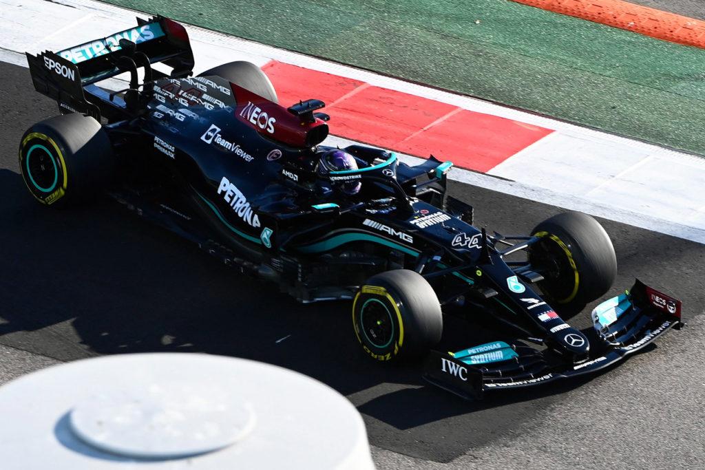 Formel 1 Lewis Hamilton Mercedes Sotschi 2021